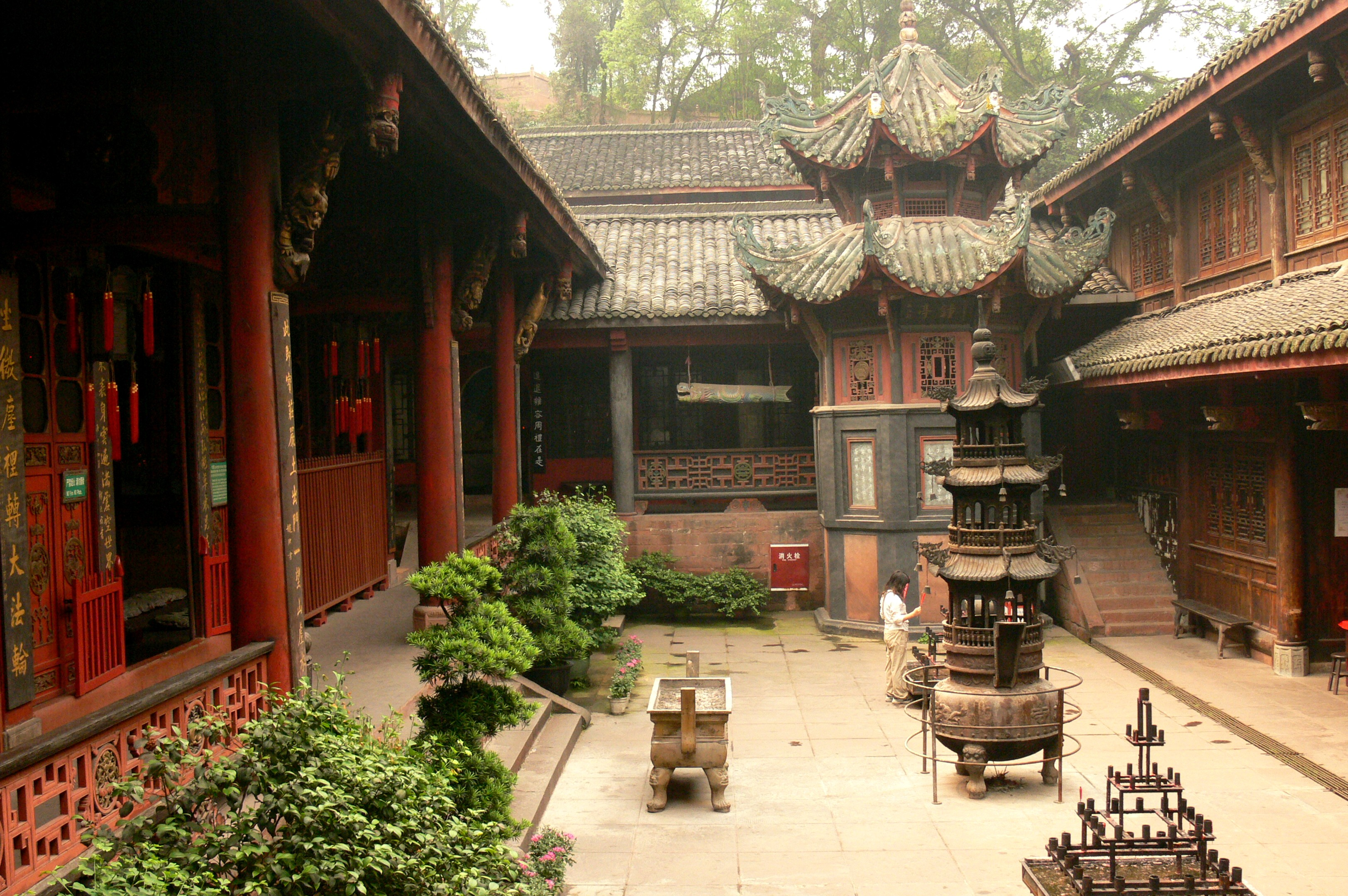 Leshan Daxiong Temple
